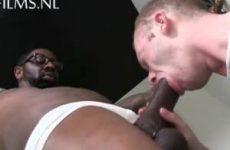 Diep anaal genomen door een zwarte lul