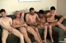 Een verscheidenheid aan homo's bevredigen saampjes