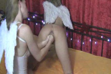 Kinky en erotisch engeltjes zijn aan het vuistneuken