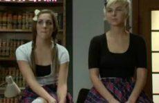 Twee tiener meisjes voor haar man
