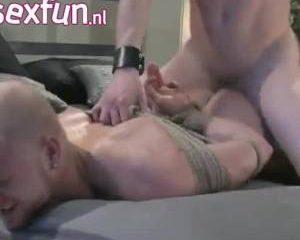 Het lot van de homo ligt in de handen van zijn meester