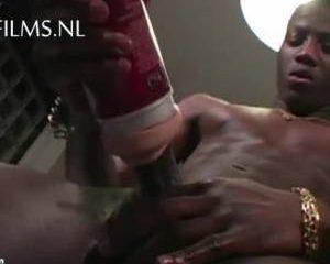 Grote negerlul neukt Fleshligt masturbator