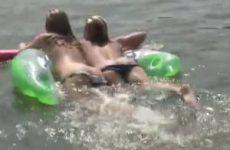 Mooie topless meiden