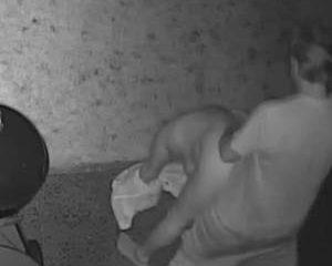 Gefilmd door de bewaking camera neukt hij zijn vrouw