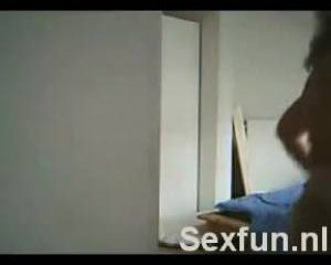 Ook deze huisvrouw heeft het sex cammen gevonden